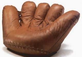 Кресло Joe, с формата на бейзболна ръкавица - Джо Ди Маджио