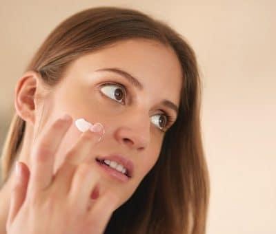 Овлажняващ крем за лечение на акне