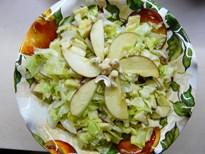 Айсберг със сурово кашу, ябълки и стафиди