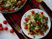 Месни късчета с картофи, гъби и сирена
