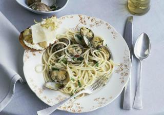 Спагети с миди и вино по италиански