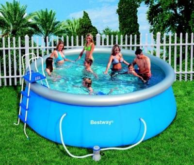 Предимства на надуваемите басейни и пързалки за дома