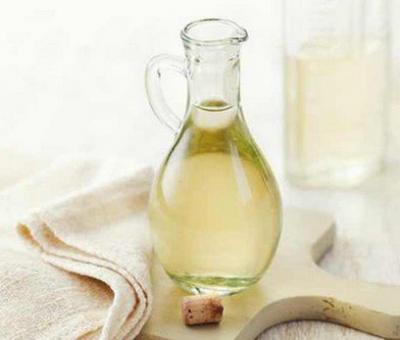 Как да използваме белия оцет като почистващо средство