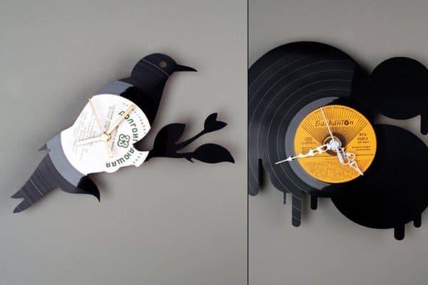 Часовник от стари плочи