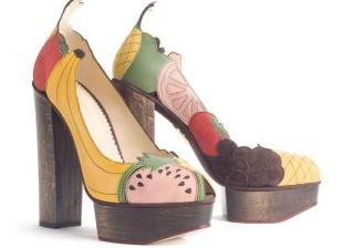 Обувки с плодове