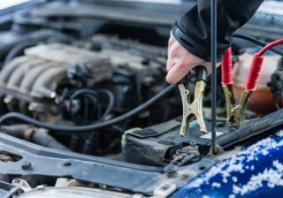 Как да дадем ток на друг автомобил