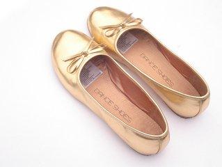 Равните обувки – опасни за женските крака