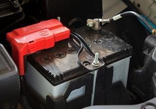 Как правилно се разкача акумулатор