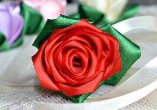 роза от панделка