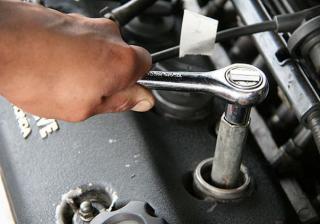 Как да сменим свещите на колата си