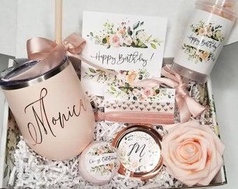 Персонализирани подаръци за любимите жени – за кой повод какво бихме могли да изберем?