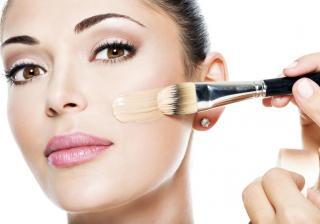 Как да използваме козметика за да изглежда лицето ни естествено?